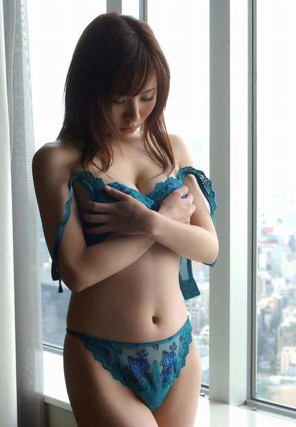 若妻エロ下着・下着美女・ちんこ起つ美人人妻下着姿エロ動画像 (3)