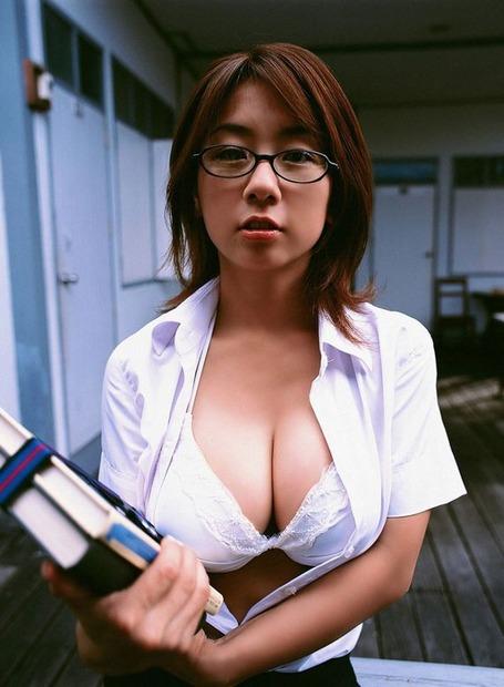 新任女教師がフェロモン大放出のエロ動画像 (12)