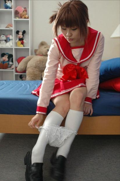 パンティー脱ぎかけの美女・美少女・お姉さん・人妻エロ動画像 (9)