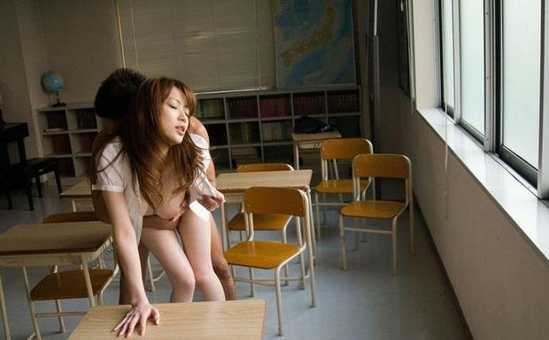 女教師も濡れるイキ顔 (12)