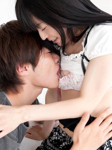 imgいい女のおっぱいと乳首は舐めて揉んでナンボだろ? (1)