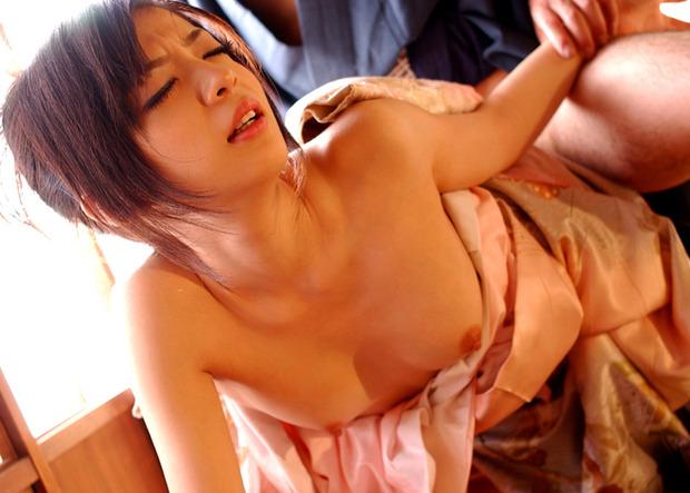 綺麗なお姉さんの乱れた和服姿 (9)