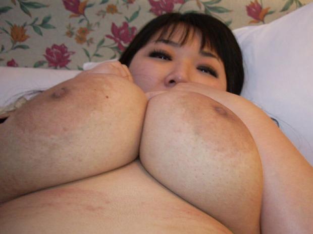 乳輪が大きい巨乳爆乳美女 (17)