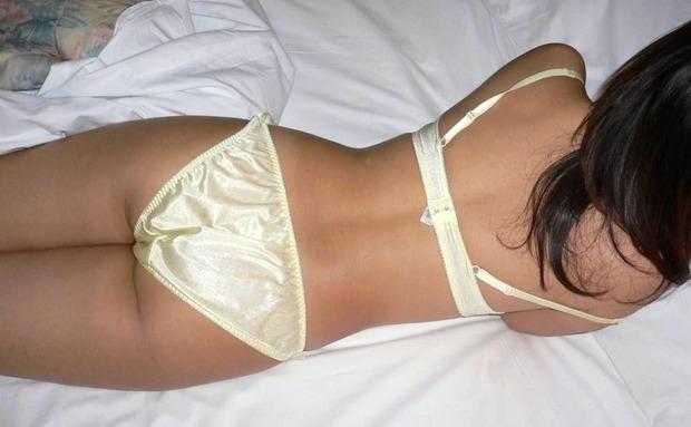股間がムズっとする意外とそそられる下着姿の女の子のエロ画像 (20)