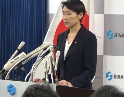 20日辞任会見する小渕経産相 朝日新聞DIGITAL