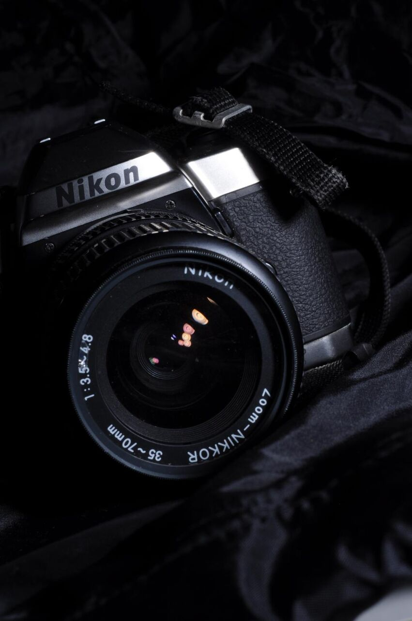 カメラ ニコン 黒 白 写真撮影 写真家 シャッター 高精細画像1366x768壁紙 材料入力します 壁紙
