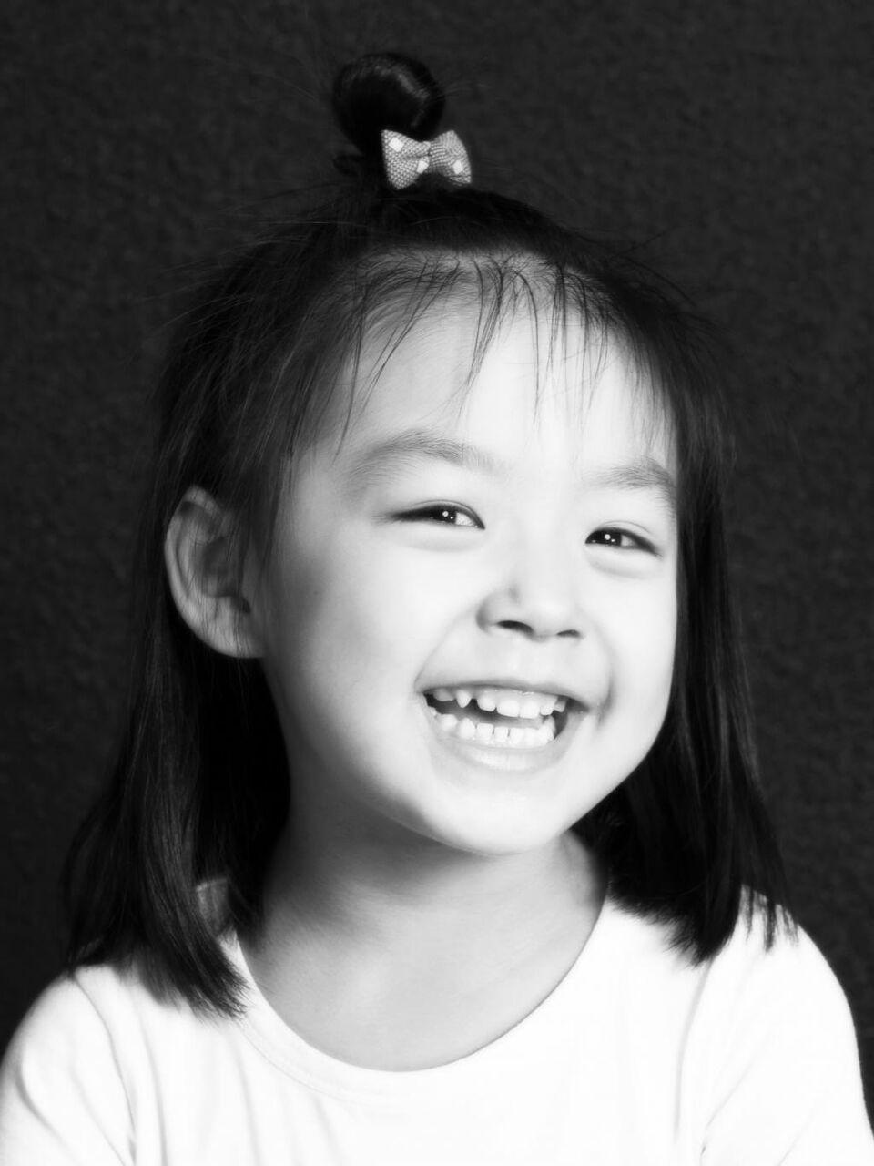 黒と白の天使の壁紙iphoneアniメ 女の子 子供 人 笑顔 高精細画像をスマイル 材料を入力します 壁紙