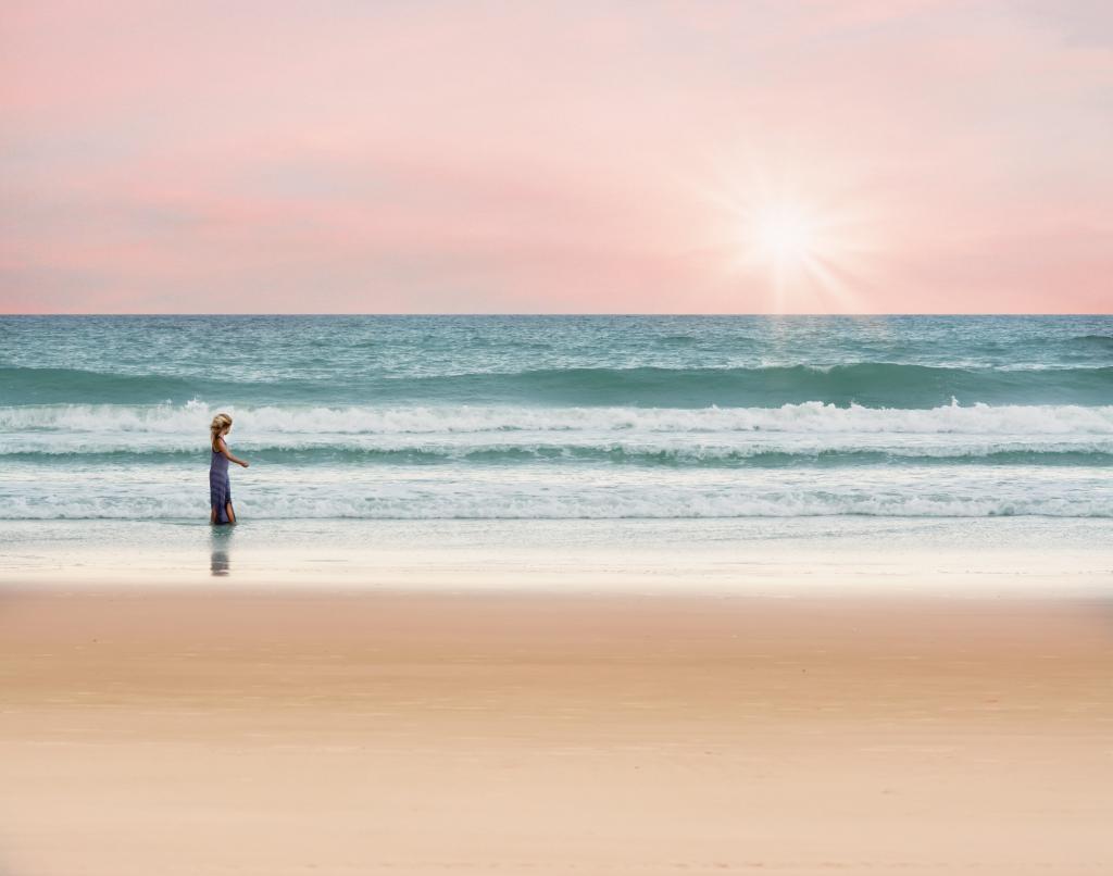 海 女の子 歩く 海 夏 水 休暇 高精細の画像は壁紙が複雑な材料を入力し Iphone 壁紙