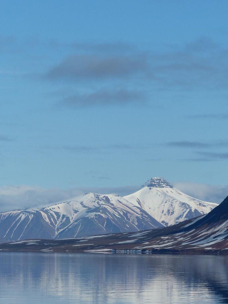 スピッツベルゲン島 山 氷 風景 北極海 水 霜 高精細の画像が シリコーンnn Puヒカル材料壁紙プライムiphoneを入力します 壁紙