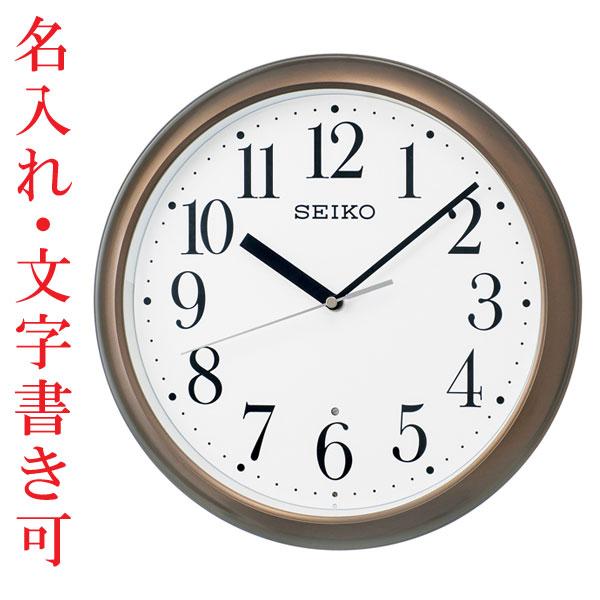 時計と文字型をじ〜と見つめているので、