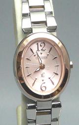ピンク文字板がとかわいらしい時計