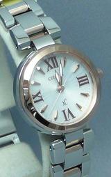 手元を軽やかに装うスモールサイズの女性用ソーラー腕時計シチズン クロスシー