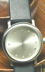針のない?腕時計