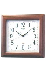 電池寿命約2年の長寿命タイプの電波掛け時計