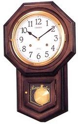 アンティーク風の柱時計です。毎正時になると、うずまき鈴を打って数取りします