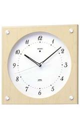 ナチュラルカラーの木枠の電波掛け時計