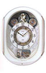 毎正時、メロディに合わせて文字板内のディスク(円盤)と、12時上の3つの飾りが回転します