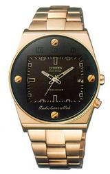 存在感あるゴールドのエコドライブ電波時計オルタナです