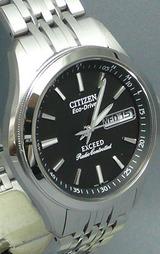 曜日・日付機能つき シチズン高級ソーラー電波時計 EXCEED エクシード男性用 EBG74-2501