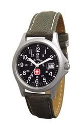 黒文字盤にカーキーテキスタイル(布)ベルトを採用した腕時計