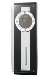 モダンな世界を演出する柱時計