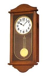 余韻のある美しい音色が特徴の電子音チャイムによる報時をする木枠の柱時計