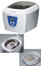 腕時計の金属バンドをきれいにするのに便利な超音波洗浄器