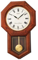 重厚感のある「八角尾長」の電子音チャイムで時を知らせてくれるセイコーの木枠の柱時計RQ322B