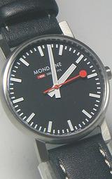 秒針の先が丸い腕時計