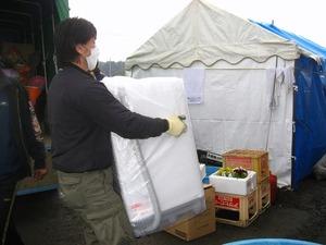 野蒜 中下地区センター避難所(2011年4月9日)