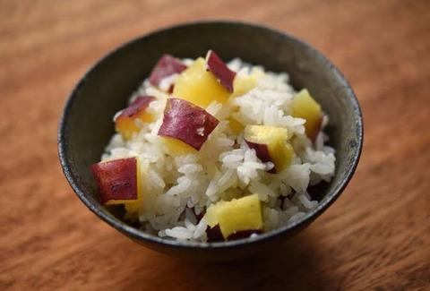(´ん`/)「貰ったサツマイモで炊き込みご飯を作ったゾ…」
