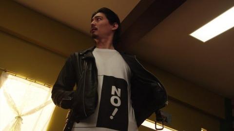 彡#(゚)(゚)「なんやこれ!Mサイズ注文したつもりやったのにSサイズやんけ!」