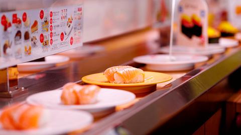 ( ヽ´ん`)「回る寿司屋って知ってるか?」