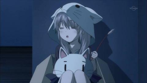 淫夢女子、雨に打たれた捨て猫を保護する