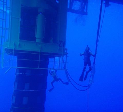 彡(;)(;)「水深20mにある取水口に腕が挟まって動けないンゴ」救助隊「数日待って」