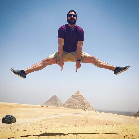 彡(゚)(゚)「エジプトに来たで!まずはジャンプして思いっきり最初の1歩を決めるで!」