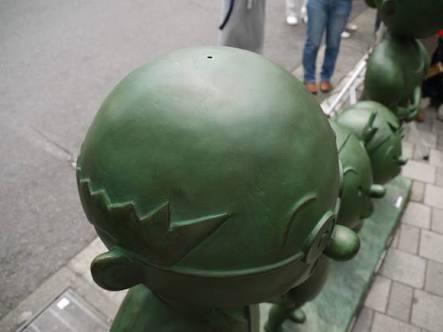 いたずらにあったキャラクター銅像で打線
