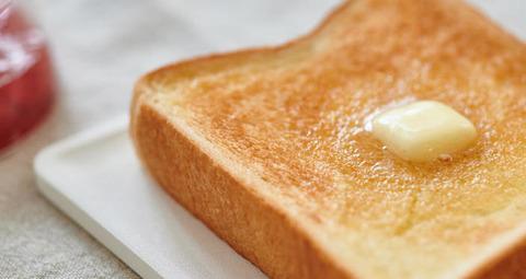 (ヽ´ん`)「朝食はピーナッツバタートーストの上にプロテインを粉のまま乗せたもの」