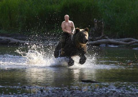 【悲報】クマ「おっロシア人やんけ襲ったろ!」 ガブリッ →結果