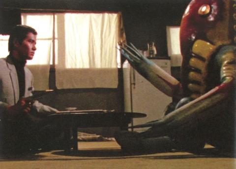 【コピペ集】彡(゜)(゜)「台風の日特有の家中が真っ赤になるやつちょっとすき」