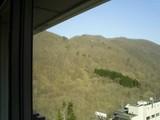 2007年4月:温泉付近の山