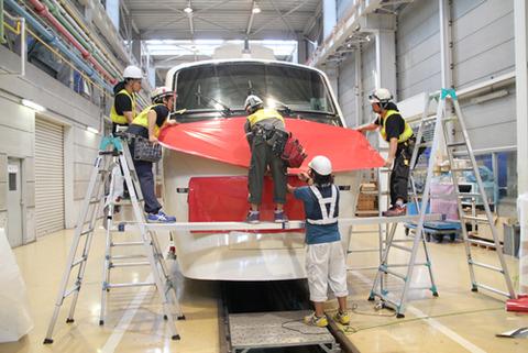 デサイン変更作業中の208編成 写真提供:東武鉄道