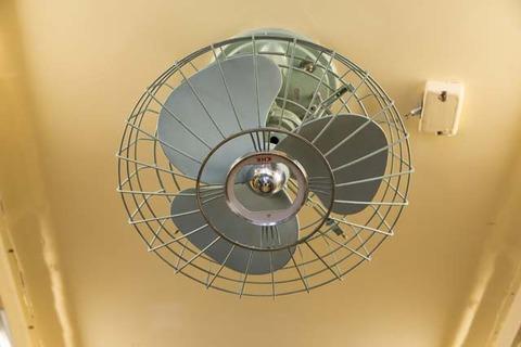 電機扇風機の取り付けA