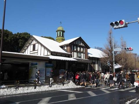 雪の原宿駅RAW