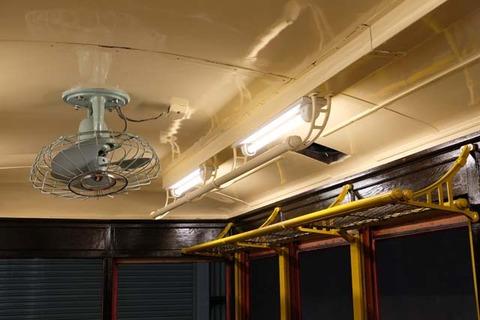 室内灯と電気扇風機の取り付け3