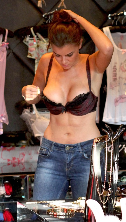 Imogen Thomas shopping in Agent Provocateur (2)