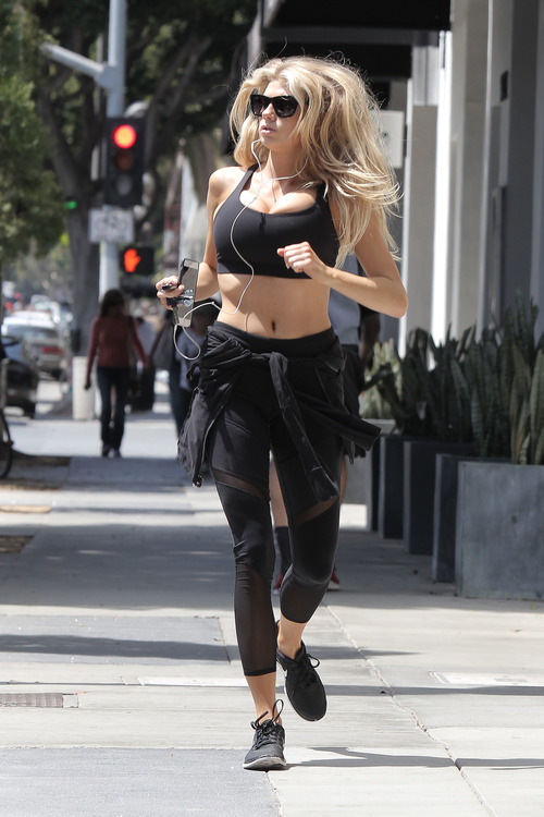 Charlotte McKinney working out (19)