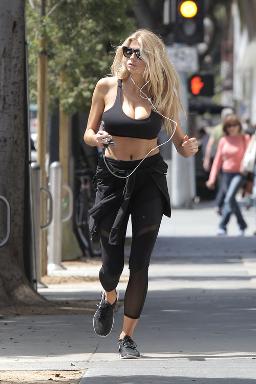 Charlotte McKinney working out (10)