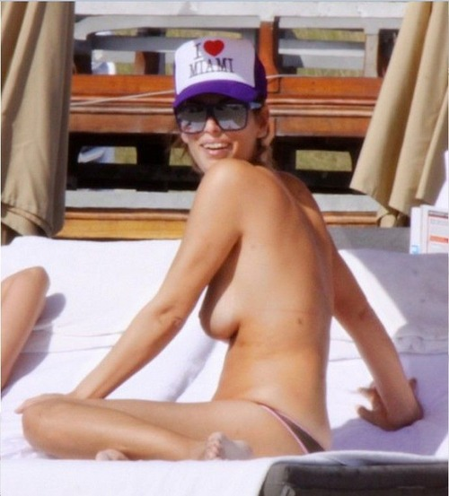 Aida Yespica - topless candids Nov 21 c07