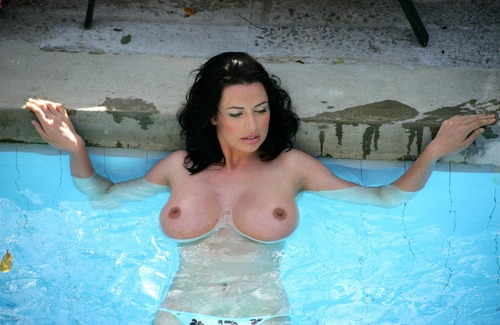 xnews2  Sophie Howard  13
